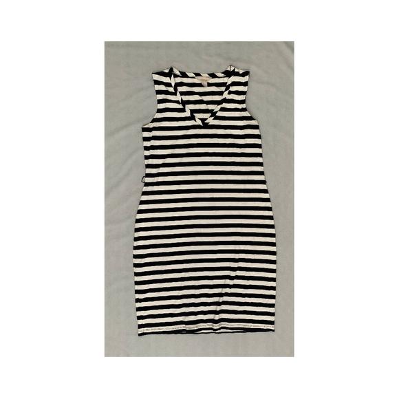 Banana Republic Dresses & Skirts - Sleeveless Navy Banana Republic Striped Dress
